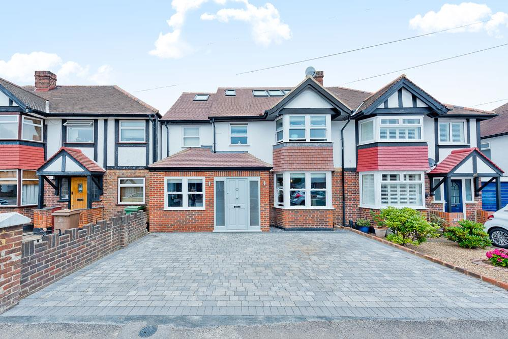 4 Bedrooms Semi Detached House for sale in Culvers Avenue, Carshalton SM5